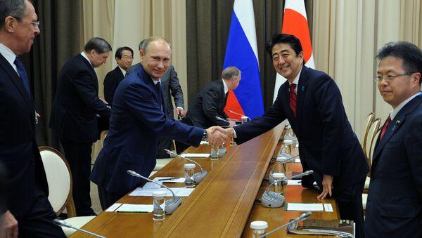Władimir Putin i Shinzo Abe w Soczi - Sputnik Polska