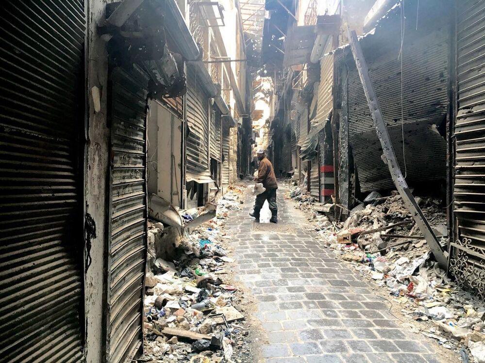 Ulica w zabytkowym centrum Aleppo w 2016 roku