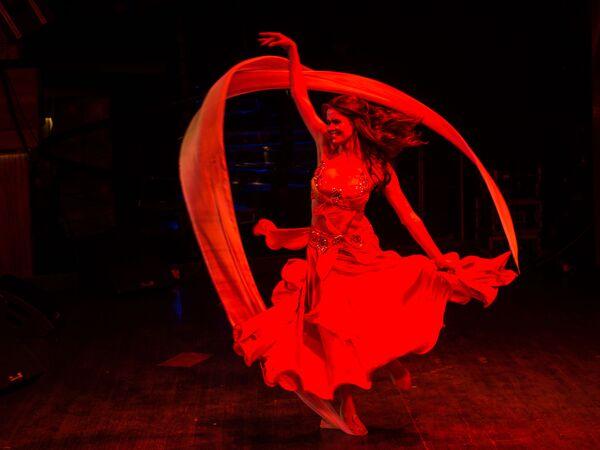 Uczestniczka w finale XXII Narodowego Festiwalu Urody i Talentów Piękności Rosji-2016 w Moskwie - Sputnik Polska