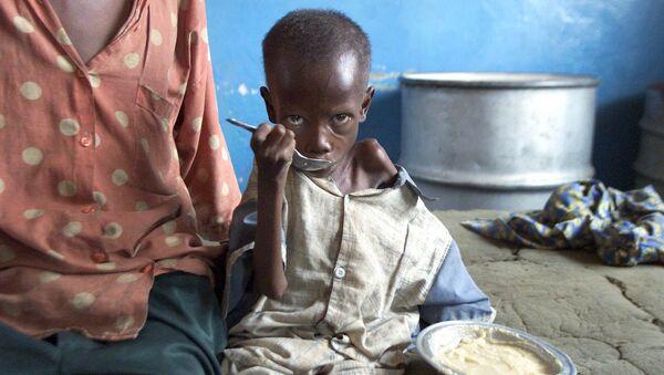 Wychudzone z głodu dziecko w szpitalu w Cabinda, Kongo - Sputnik Polska