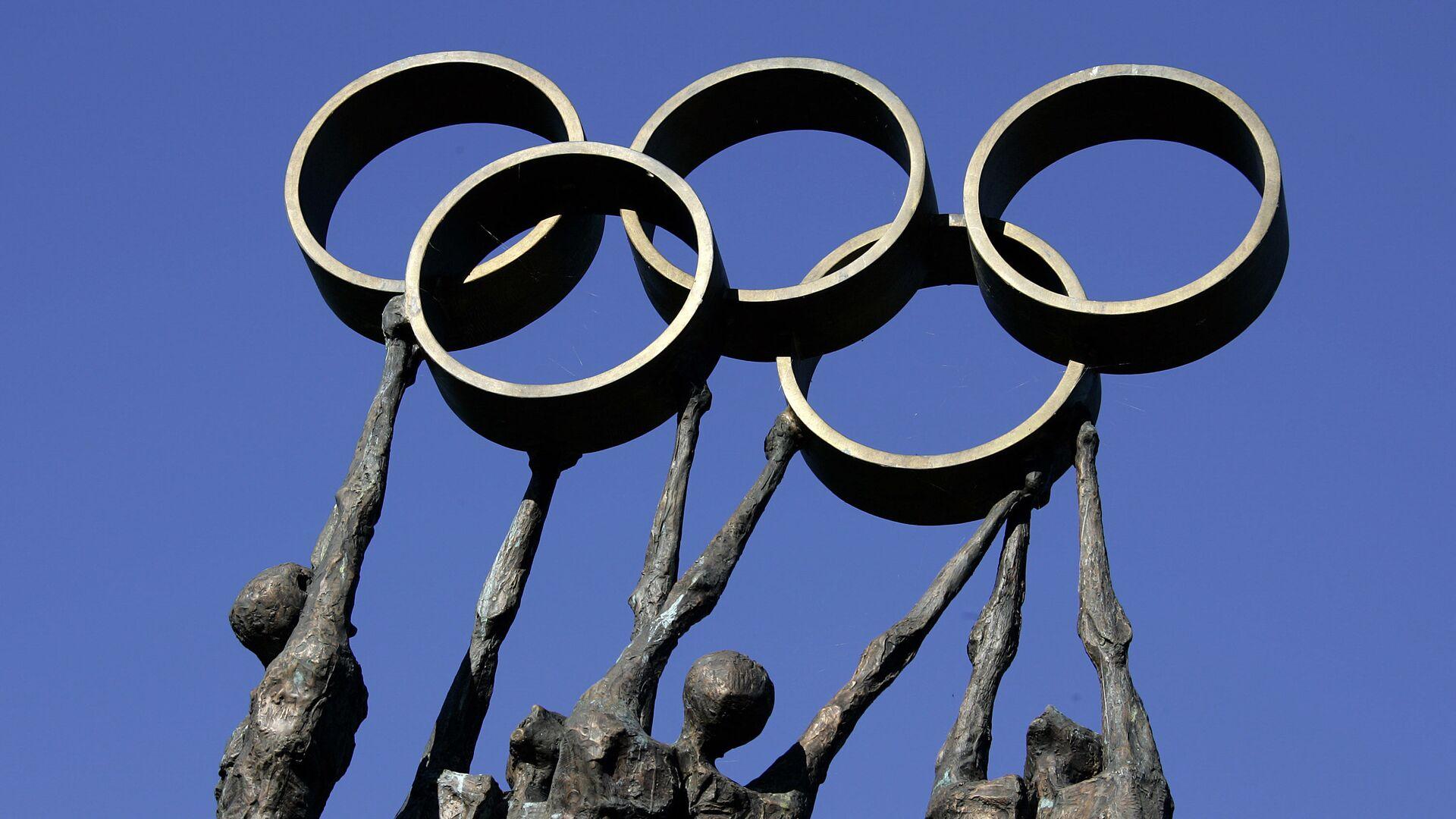 Rzeźba reprezentująca ludzi niosących pierścienie olimpijskie przed siedzibą Międzynarodowego Komitetu Olimpijskiego (MKOl) w Lozannie - Sputnik Polska, 1920, 04.08.2021