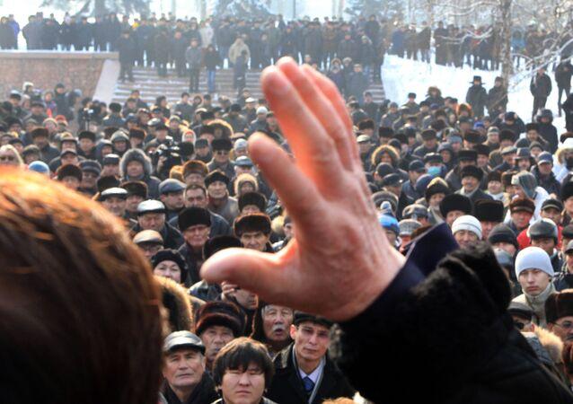 Ludzie podczas akcji protestacyjnej w Kazachstanie. Zdjęcie archiwalne