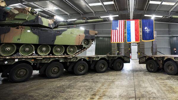 Amerykański sprzęt wojskowy dyslokowany w Eygelshoven w Holandii - Sputnik Polska