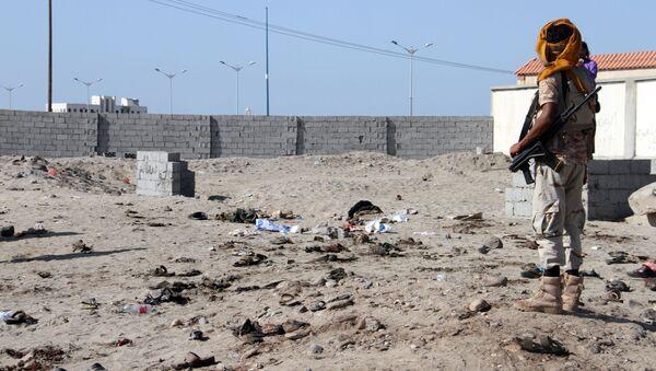 Co najmniej 42 żołnierzy zginęło w samobójczym zamachu bombowym w portowym mieście Aden w południowo-zachodnim Jemenie. - Sputnik Polska