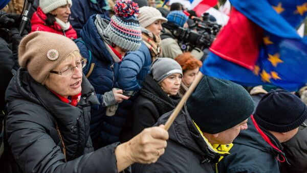 Demonstracje pod budynkiem Sejmu, 17 grudnia 2016 - Sputnik Polska
