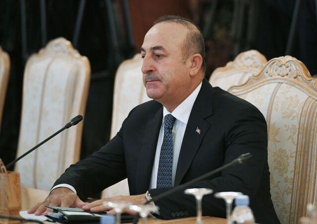Turecki minister spraw zagranicznych Mevlut Cavusoglu podczas spotkania z ministrem spraw zagranicznych Rosji Siergiejem Ławrowem w Moskwie