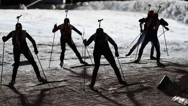 Narciarki podczas sztafety mieszanej I etapu Pucharu Świata w Biathlonie, sezon 2016/2017 w szwedzkim Östersundzie - Sputnik Polska