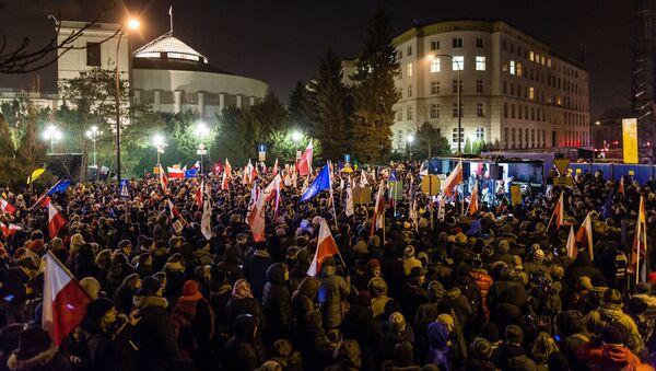 Demonstracja pod Sejmem w Warszawie, 16.12.2016. - Sputnik Polska