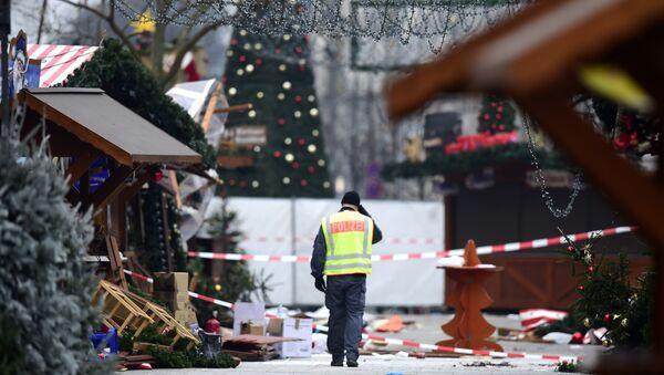 Atak terrorystyczny na jarmarku bożonarodzeniowym w Berlinie - Sputnik Polska