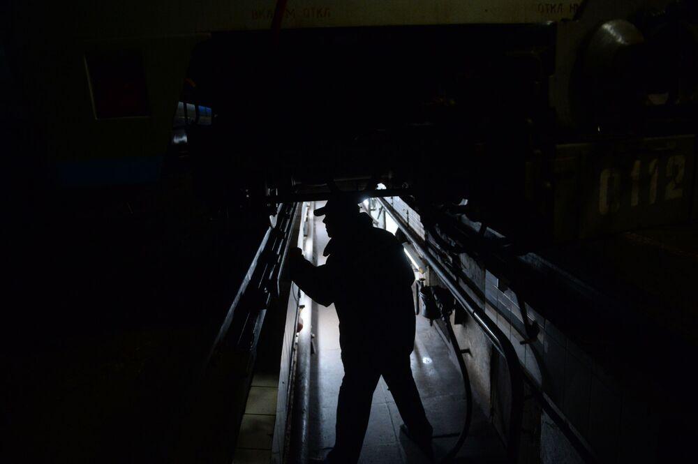 Test taboru kolejowego w wagonowni Izmajłowo w Moskwie