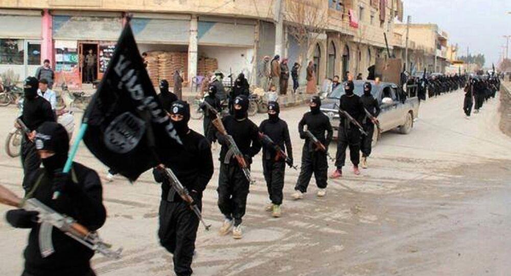 Członkowie ISIL w Rakce, Syria
