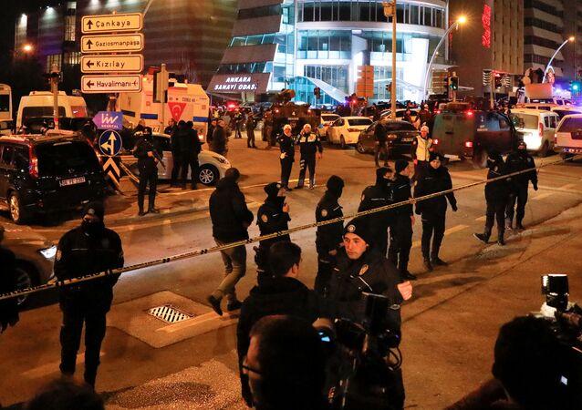 Policja na miejscu ataku na rosyjskiego ambasadora w Ankarze