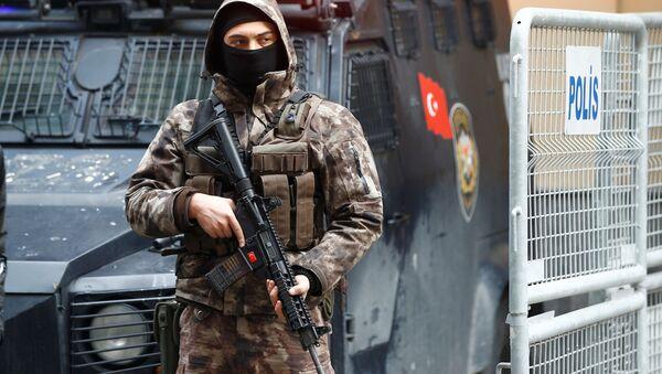 Oficer sił specjalnych pod rosyjskim konsulatem w Stambule - Sputnik Polska