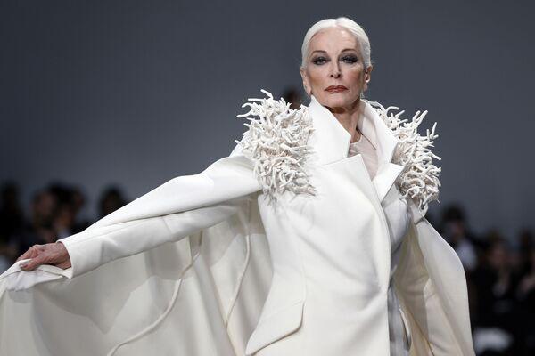 85-letnia amerykańska modelka i aktorka Carmen Dell'Orefice jest pierwszą i jedyną na świecie modelką ze stażem pracy ponad 65 lat. - Sputnik Polska
