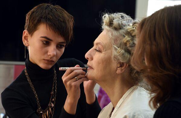 Po przejściu na emeryturę Olga Kondraszowa postanowiła poświęcić się jodze i działalności społecznej. Któregoś razu spróbowała swoich sił na podium. Debiut okazał się udany – zaczęto ją zapraszać jako modelkę również na inne pokazy mody. - Sputnik Polska