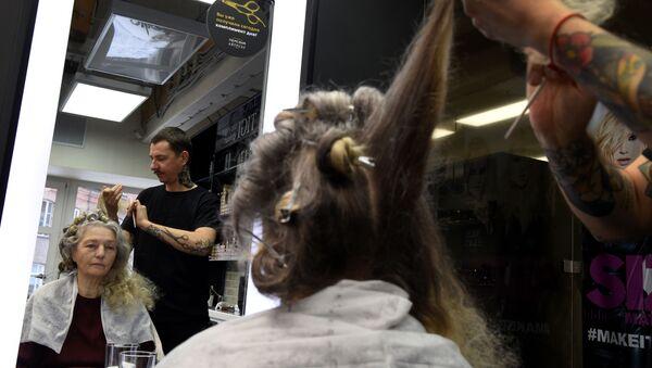 Wizyta u fryzjera - Sputnik Polska