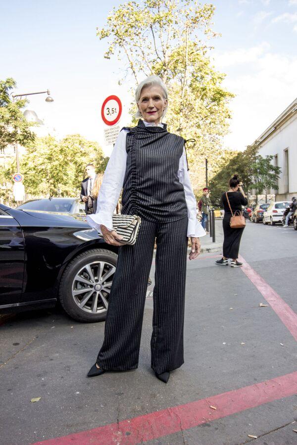 68-letnia kanadyjska modelka Maye Musk w biznesie mody działa już od ponad pół wieku. Jest ona mamą Elona Muska, założyciela kompanii Tesla, Space X i PayPal oraz jednego z najbogatszych ludzi na świecie. - Sputnik Polska
