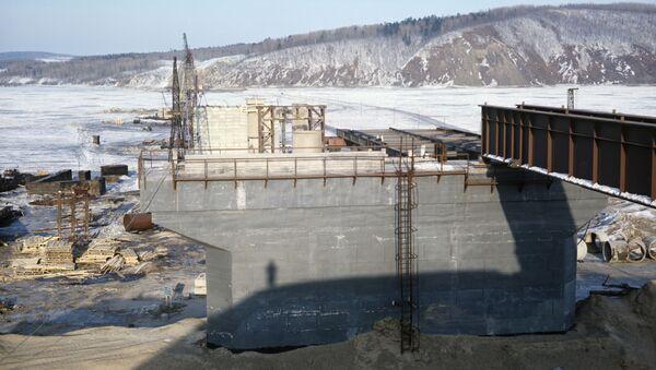 Budowa mostu przez rzekę Amur - Sputnik Polska