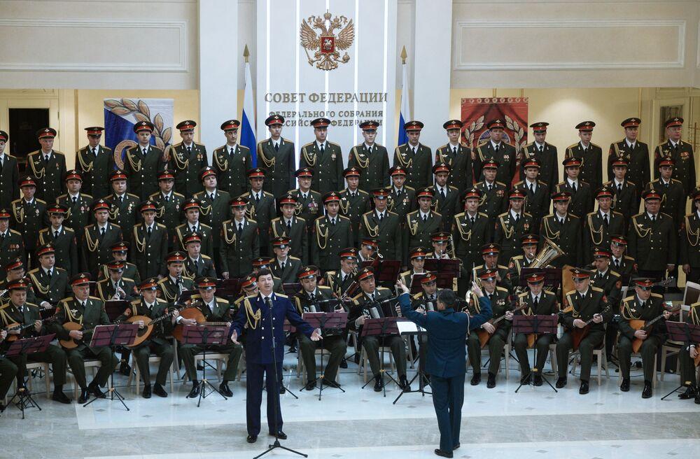 Zespół niejednokrotnie wyjeżdżał z występami gościnnymi do punktów zapalnych, w rejony działań bojowych: do Afganistanu, Jugosławii, Naddniestrza, Tadżykistanu, Czeczenii.