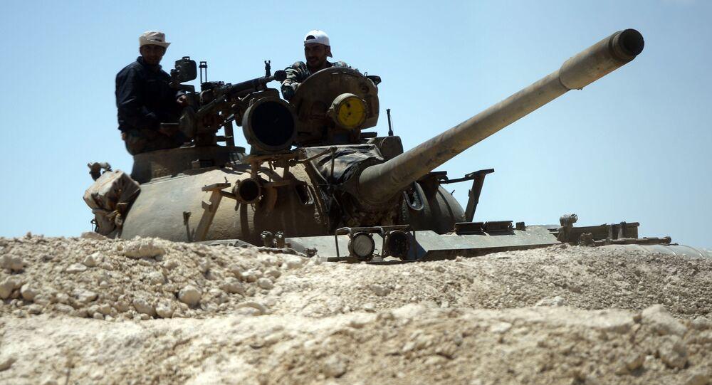 Czołg syryjskiej armii przy wjedździe do Palmiry