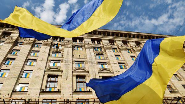 Ukraińskie flagi przy budynku administracji miasta Kijowa - Sputnik Polska
