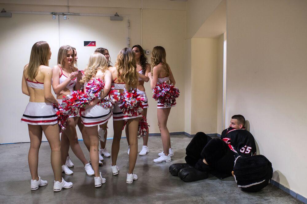 Cheerleaderki zespołu Cherry Klubu Hokejowego Awangard Omsk
