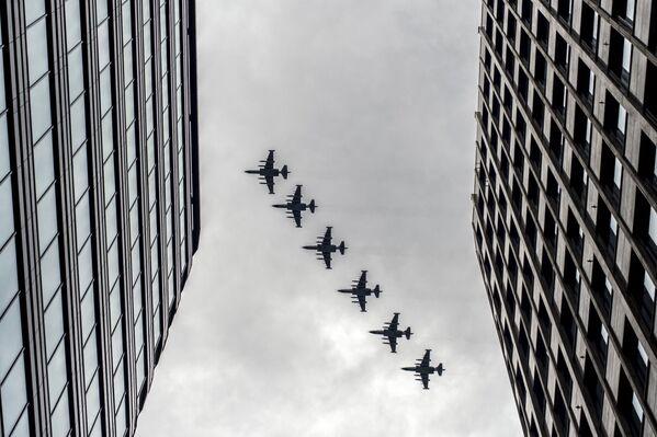 Myśliwce przechwytujące MiG-25 podczas próby Parady Zwycięstwa. - Sputnik Polska