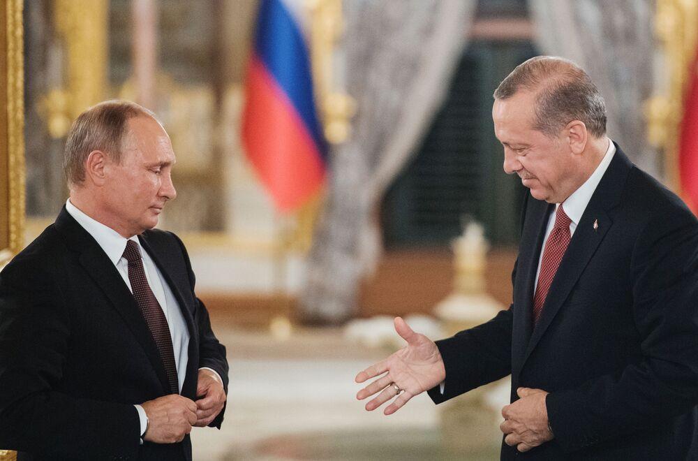 Prezydent Rosji Władimir Putin i prezydent Turcji Recep Tayyip Erdogan w czasie wspólnej konferencji prasowej po zakończeniu spotkania w Stambule.