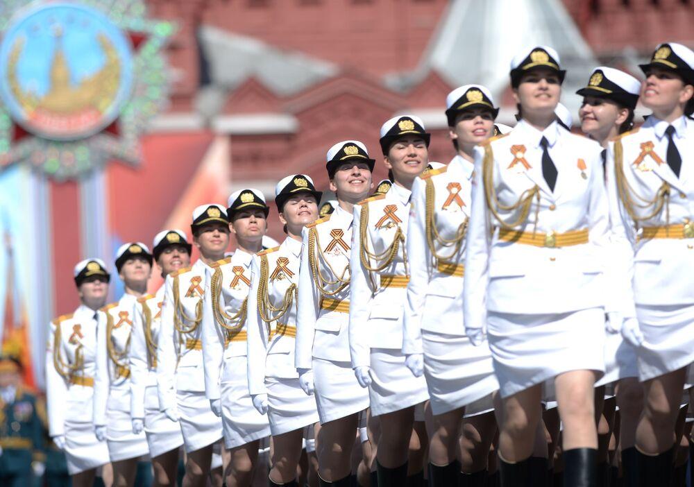 Kobiety – wojskowe podczas parady na Placu Czerwonym na cześć 71. rocznicy Zwycięstwa w Wielkiej Wojnie Ojczyźnianej 1941-1945.