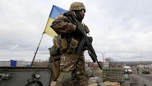 Ukraiński wojskowy w rejonie Debalcewa w obwodzie donieckim. Zdjęcie archiwalne - Sputnik Polska