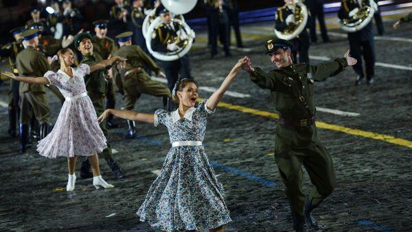 Zespół pieśni i tańca im. A.W. Aleksandrowa na ceremonii otwarcia festiwalu Spasskaja Basznia na Placu Czerwonym w Moskwie - Sputnik Polska