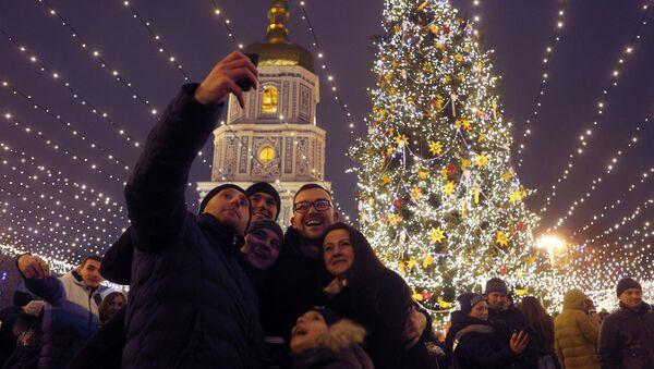 Deputowani ludowi Rady Najwyższej Ukrainy przyjęli ustawę w sprawie obchodzenia Bożego Narodzenia 25 grudnia i 7 stycznia - Sputnik Polska