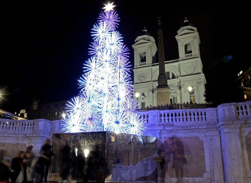 Plac Hiszpanii w centrum Rzymu