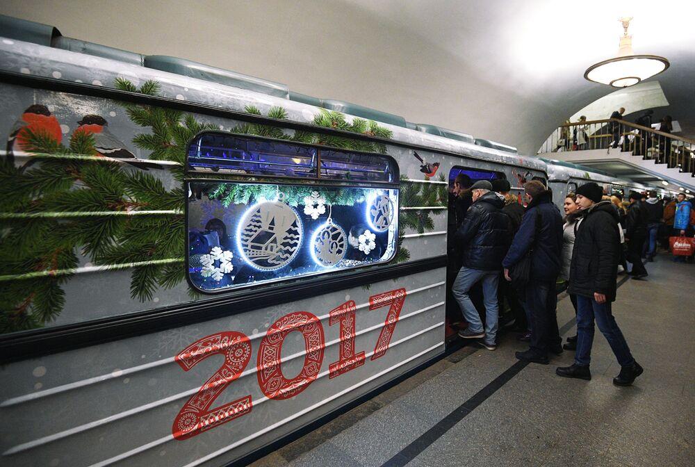 Noworoczny pociąg  w moskiewskim metrze