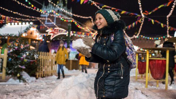 Dziewczynka na Placu Czerwonym w Moskwie - Sputnik Polska