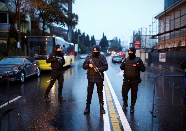 W niedzielę rano turecki minister spraw wewnętrznych Suleyman Soylu potwierdził, że ataku dokonała jedna osoba