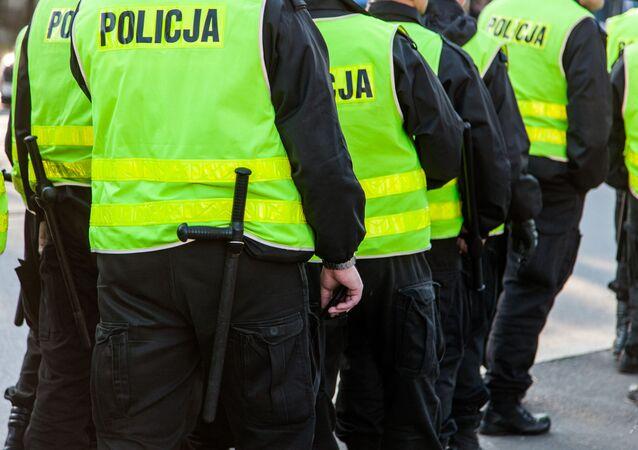 W niedzielę przed barem doszło do gwałtownych protestów. Policja zatrzymała 28 osób