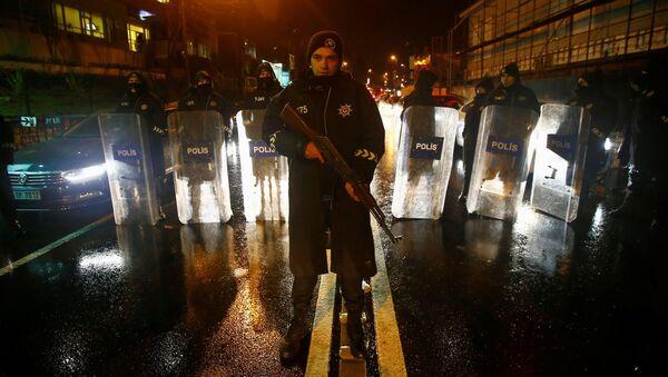 Policja na miejscu zamachu w Stambule - Sputnik Polska
