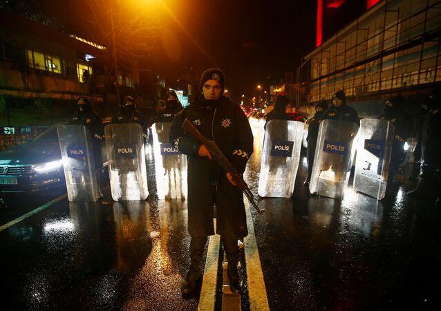 Policja na miejscu zamachu w Stambule