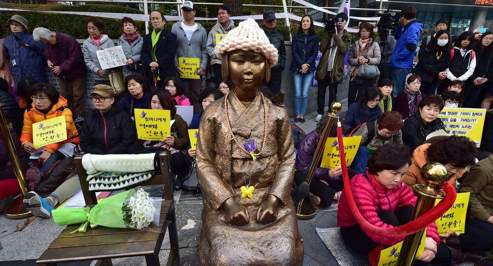 Pomnik ku czci niewolnic seksualnych podczas japońskiej okupacji w mieście Pusan w Korei Południowej