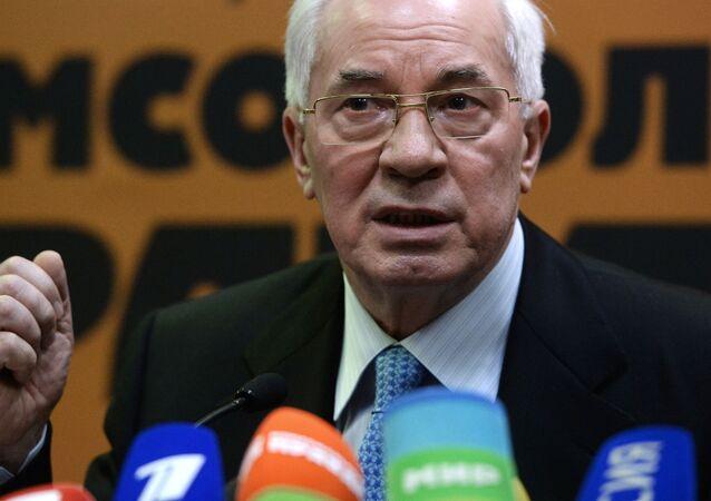 Były premier Ukrainy Mykoła Azarow odpowiada na pytania dziennikarzy na konferencji prasowej w Moskwie