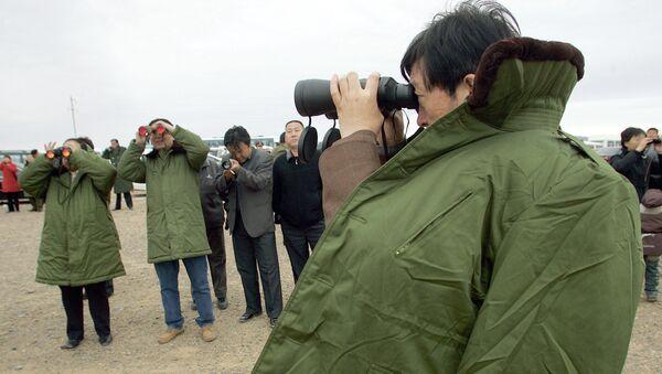 Widzowie oglądają start rakiety z kosmodromu Jiuquan w Chinach. Zdjęcie archiwalne - Sputnik Polska