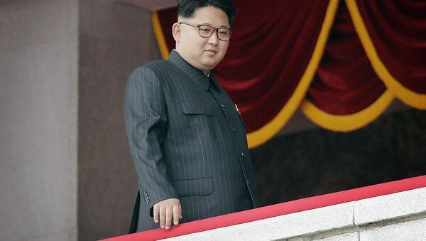Lider KRLD Kim Dzong Un podczas parady w Pjongjang - Sputnik Polska