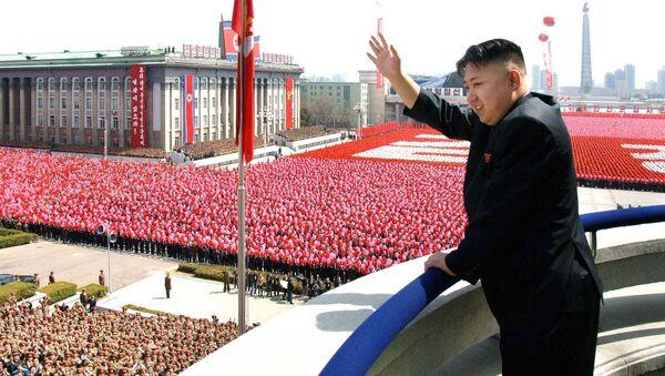 Przywódca Korei Północnej na paradzie w Pjongjangu - Sputnik Polska