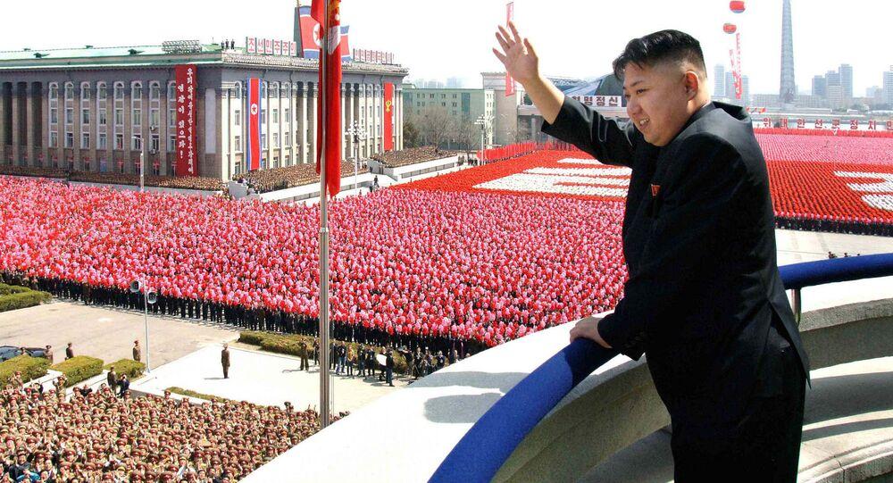 Przywódca Korei Północnej na paradzie w Pjongjangu