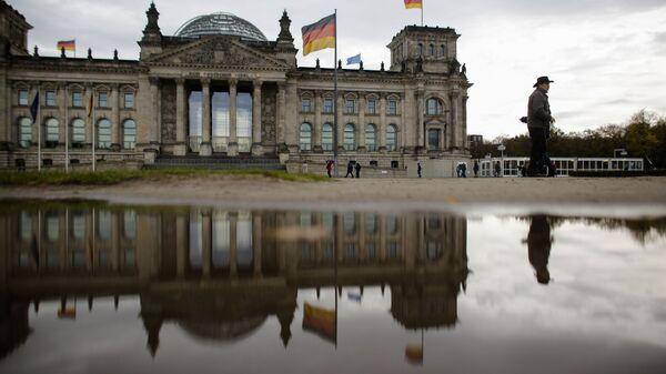 Budynek Reichstagu, w którym odbywają się posiedzenia parlamentu Niemiec - Sputnik Polska