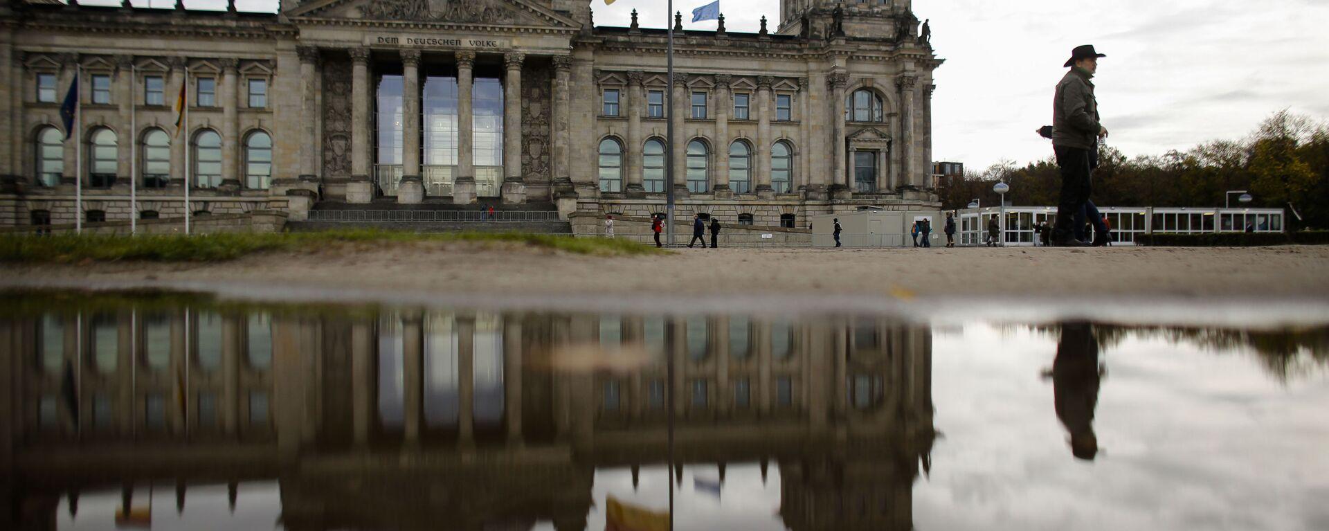 Budynek Reichstagu, w którym odbywają się posiedzenia parlamentu Niemiec - Sputnik Polska, 1920, 08.03.2021