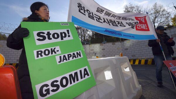 Akcje protestacyjne w Korei Południowej przeciwko porozumieniu między Seulem i Tokio w sprawie wymiany tajnych danych w sferze bezpieczeństwa i obrony (GSOMIA) - Sputnik Polska