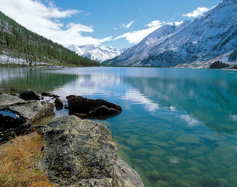 Rezerwat Katunski, 3-kilometrowy pas ochronny wokół Jeziora Teleckiego, park przyrodniczy Biełucha i strefa spokoju Ukok tworzą obiekt z listy światowego dziedzictwa UNESCO pod nazwą Ałtaj - Złote Góry.