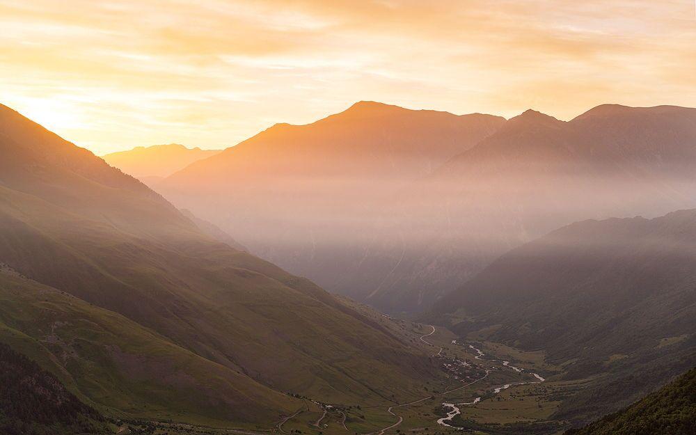 Park Narodowy Alania znajduje się na północnym zboczu Kaukazu Środkowego. Zachowało się tu wiele pomników historii, w tym jaskinie i groty skalne.